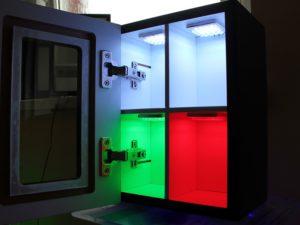 Zastosowanie różnego rodzaju oświetlania w meblu - ekspozytor HLT