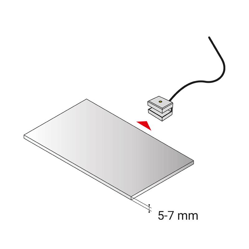 Dojo 1d - oprawa led nakładana na półkę w meblach. Montaż na półce meblowej.